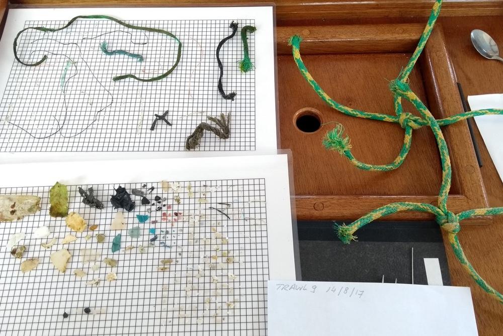 Plastic soep zeilexpeditie voor onderzoek met Hanna Verboom
