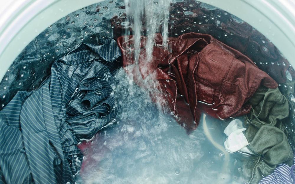 Filter plastic deeltjes uit de wasmachine