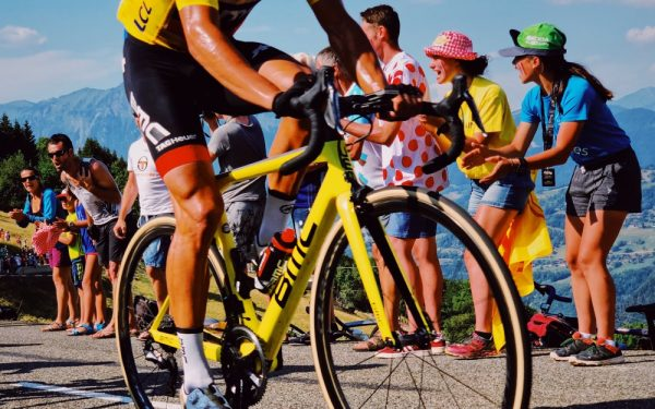 Tour de France laat voor het eerst vrouwen meedoen