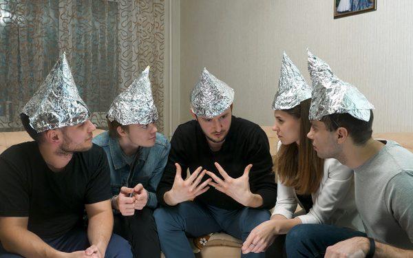 Complottheorieën een hak zetten